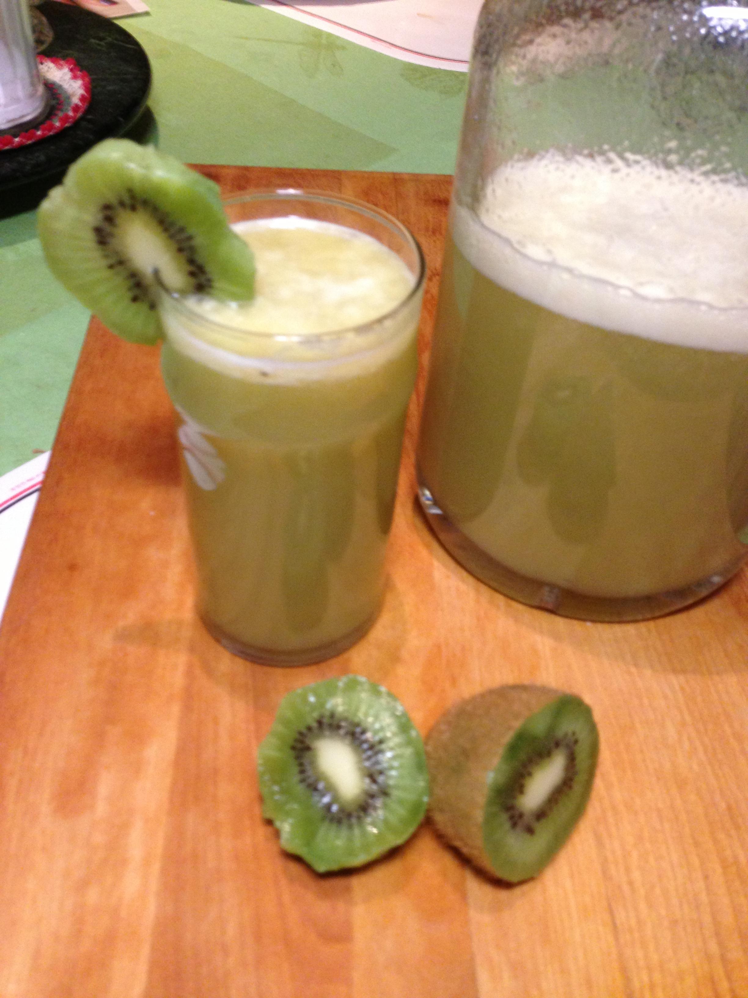 Fermented Kiwi and Green Apple Soda